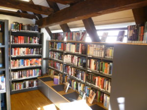 Ehningen Bücherei innen